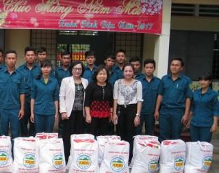 Phó Chủ tịch HĐND tỉnh thăm, tặng quà tết lực lượng dân quân huyện Tân Biên