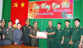 Bộ Tư lệnh Liên quân và Bộ Tư lệnh Cảnh vệ Quân đội Hoàng gia Campuchia thăm, chúc tết BĐBP Tây Ninh