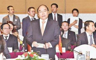 Thủ tướng Nguyễn Xuân Phúc và Thủ tướng Nhật Bản S.A-bê chủ trì Tọa đàm doanh nghiệp Việt Nam - Nhật Bản