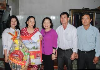 Lãnh đạo tỉnh thăm, tặng quà tết các gia đình chính sách tiêu biểu