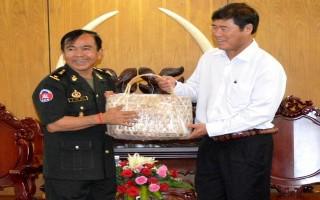 Lực lượng vũ trang Quân đội Hoàng gia Campuchia thăm, chúc tết Tây Ninh