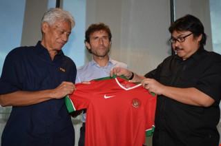 Cựu HLV U-21 Tây Ban Nha làm thuyền trưởng Indonesia