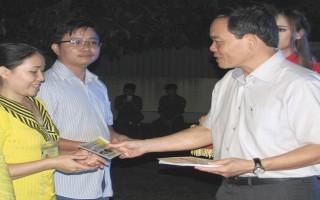 Công đoàn Khu kinh tế Tây Ninh: Tặng vé xe cho công nhân, lao động có hoàn cảnh khó khăn