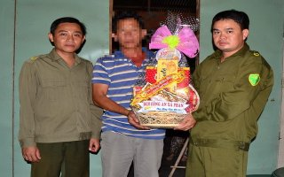 Thăm, tặng quà tết cho người chấp hành án tù tái hòa nhập cộng đồng