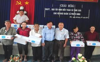 Tặng quà tết cho người nghèo ở huyện Dương Minh Châu