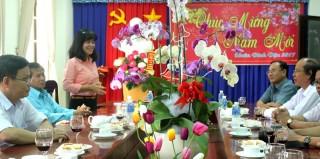 Lãnh đạo huyện Dương Minh Châu tiếp giới văn nghệ sĩ