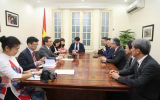 Phó Thủ tướng Vũ Đức Đam tiếp Chủ tịch Báo Asahi Shimbun