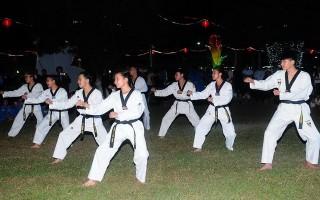 Biểu diễn võ thuật và đờn ca tài tử phục vụ cho Hội xuân núi Bà Đen