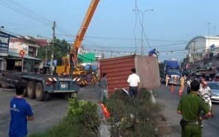 Gò Dầu: Một xe đầu kéo đâm vào nhà người dân