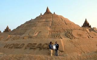 Ấn Độ xác lập kỷ lục Guinness với lâu đài cát cao nhất thế giới