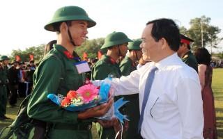 Thanh niên Tây Ninh hăng hái lên đường nhập ngũ