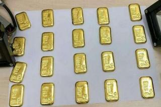 Du khách bị bắt vì giấu 12 thỏi vàng trong trực tràng