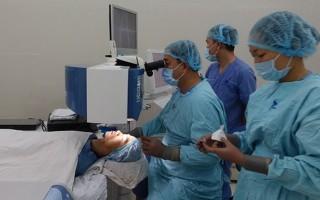 Lần đầu tiên Việt Nam mổ cận thị không chạm vào mắt