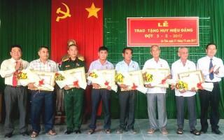 Trao huy hiệu Đảng cho đảng viên lão thành ở Trảng Bàng và thành phố Tây Ninh