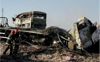 2 xe khách va chạm kinh hoàng, ít nhất 10 người thiệt mạng
