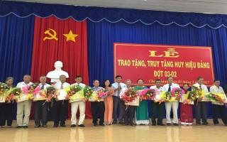 Châu Thành: Trao tặng, truy tặng huy hiệu Đảng đợt 3.2