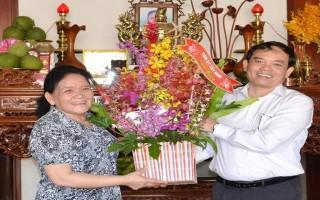 Lãnh đạo tỉnh: Thăm, chúc mừng nguyên cán bộ lãnh đạo nữ