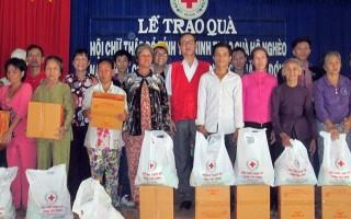 Hội Chữ thập đỏ Tây Ninh: Tặng quà cho hộ nghèo