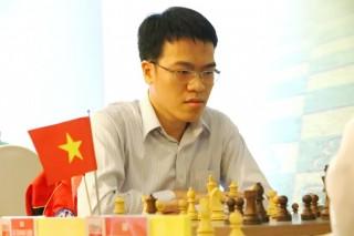 Các kỳ thủ VN và Trung Quốc tranh tài quyết liệt