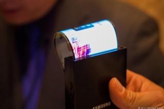 Điện thoại uốn dẻo của Samsung liên tục trì hoãn