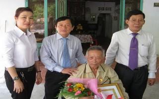 Trao tặng, truy tặng huy hiệu Đảng cho 88 đảng viên huyện Tân Biên