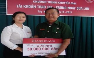 Một khách hàng của Agribank Tây Ninh trúng thưởng 30 triệu đồng