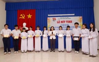 Huyện đoàn Châu Thành: Trao học bổng cho học sinh nghèo học giỏi