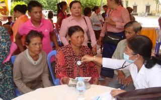 Gò Dầu: Khám bệnh cho người dân ở Svay Rieng