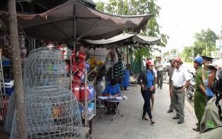 Bến Cầu: Ra quân xử lý vi phạm lấn chiếm vỉa hè