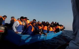 Giải cứu 1.350 người di cư trên Địa Trung Hải