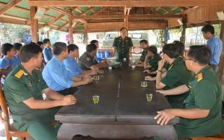 Bộ CHQS Tây Ninh thăm cán bộ, chiến sĩ Đội K71
