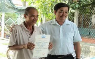Trao giấy chứng nhận VietGAP cho Tổ liên kết rau an toàn Ninh Sơn