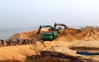Kiểm tra hoạt động khai thác cát trong hồ Dầu Tiếng