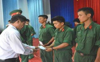 Trung đoàn 4: Họp mặt chính quyền địa phương và gia đình tân binh