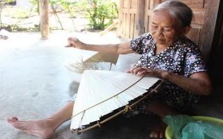 Mai một nghề chằm nón lá Ninh Sơn