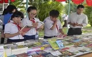 Khai mạc triển lãm trưng bày sách