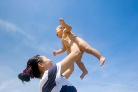 Làm sao tăng chiều cao tối đa cho bé dưới 1 tuổi?