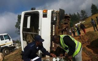 Xe buýt đâm xe tải, phát nổ làm ít nhất 20 trẻ em thiệt mạng