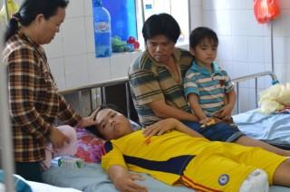 Bệnh viện nẹp chân, thiếu niên 16 tuổi bị cắt chân oan uổng