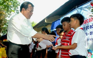 Hội Bảo trợ Quyền trẻ em Việt Nam: Trao học bổng cho học sinh Bến Cầu