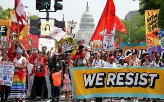 Hàng ngàn người biểu tình phản đối ông Trump