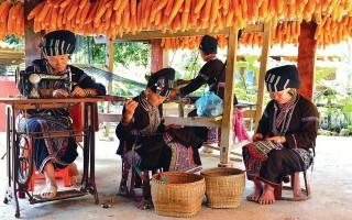 Xây dựng nghề dệt của dân tộc Lự thành sản phẩm du lịch