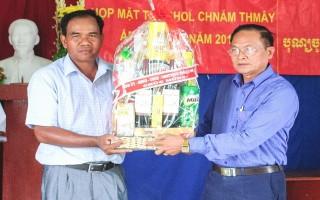 Lãnh đạo tỉnh thăm, chúc tết đồng bào Khmer ấp Tầm Phô