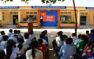 Khai giảng lớp xóa mù chữ cho trẻ em từ Campuchia về