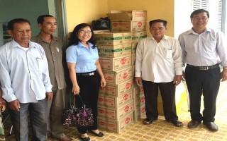 Châu Thành: Hỗ trợ tiền và quà cho các huyện giáp ranh thuộc Vương quốc Campuchia