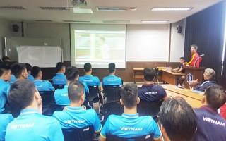 U20 Việt Nam họp chiến thuật trước trận gặp U20 Vanuatu