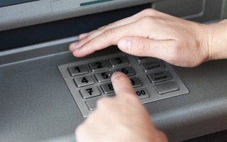 Mất tiền trong thẻ ATM: Hé lộ lỗ hổng bảo mật ngân hàng?