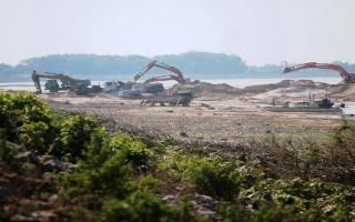 Ðề nghị tạm dừng khai thác cát trong lòng hồ Dầu Tiếng