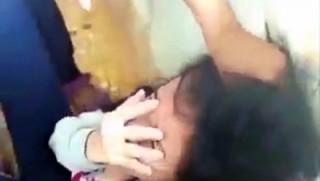 Nữ sinh lớp 9 đánh bạn dã man trong lớp học vì 'ghen'