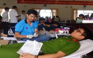 Thành phố Tây Ninh hưởng ứng chiến dịch Giọt máu hồng hè năm 2017